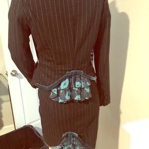 Ungaro Fever wool blend flirty skirt suit 40/6